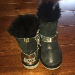 Ugh boots girls size 10 black silver